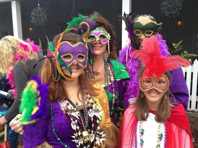 Beaufort Nc Christmas Parade 2021 2020 Mardi Gras On Middle Lane Parade Pecan Tree Inn Beaufort North Carolina